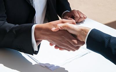 Sustantiva y Posiciona firman convenio de colaboración para desarrollar estándares de calidad en sus cursos de capacitación en oficios.